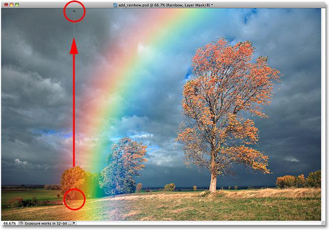Перетаскивание черно-белого градиента от основания радуги к верхней части изображения.
