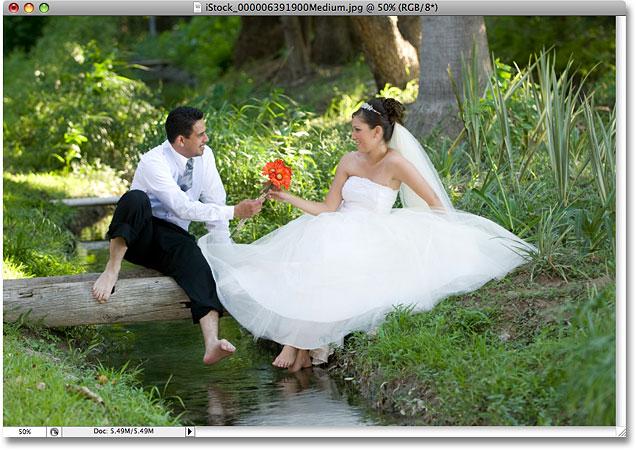 Свадебное фото.  Изображение лицензировано от iStockphoto фотошопом Essentials.com.