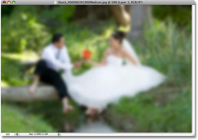 Изображение после применения фильтра Gaussian Blur в Photoshop.  Image © 2008 Photoshop Essentials.com.