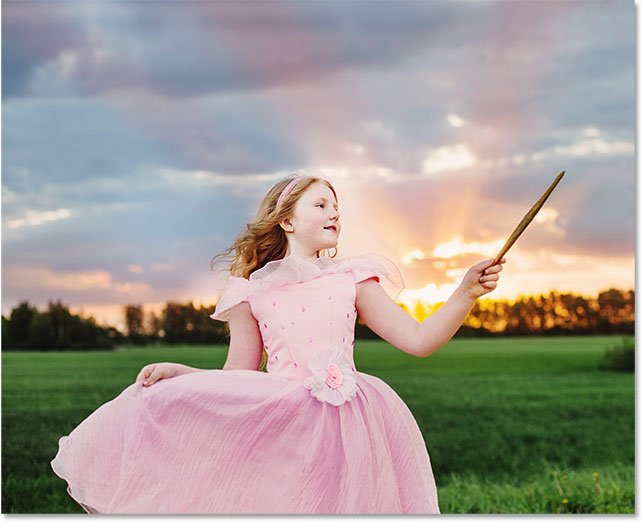 Маленькая сказочная девушка на открытом воздухе. Фотография # 109011242  Используется с разрешения.