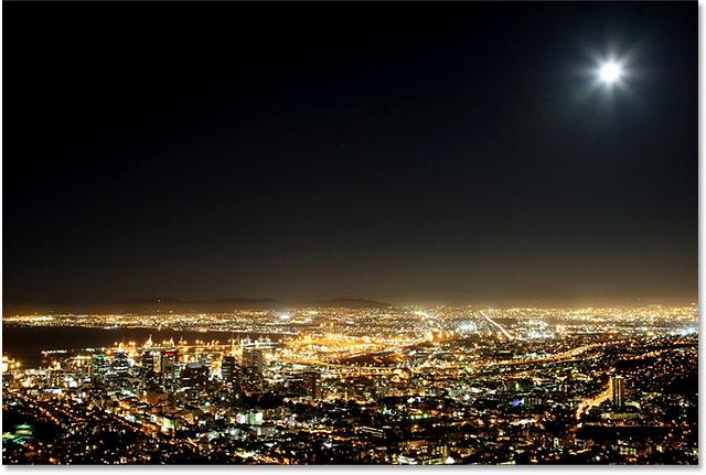 Гавань и город Кейптауна на ноче с луной в небе.  Изображение 59821666 лицензировано от Shutterstock Photoshop Essentials.com