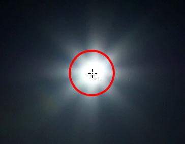 Центрирование курсора Elliptical Marquee Tool внутри Луны.