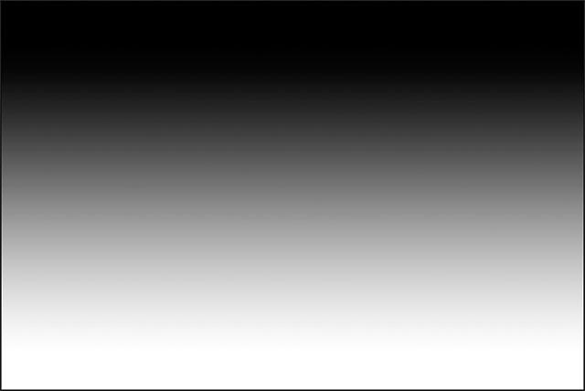 Вертикальный градиент от черного к белому, нарисованный с помощью Gradient Tool.