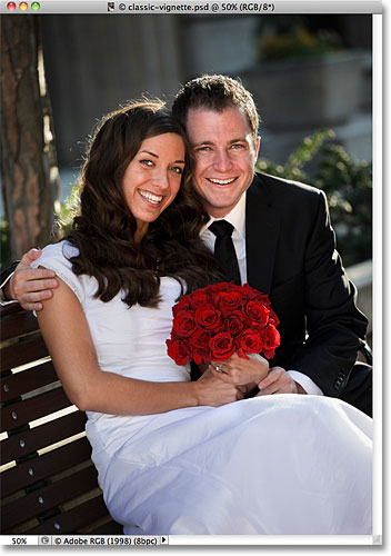 Фото свадебной пары.  Изображение лицензировано от iStockphoto фотошопом Essentials.com.