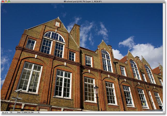 Фото старой частной школы.  Изображение лицензировано от iStockphoto от Photoshop Essentials.com