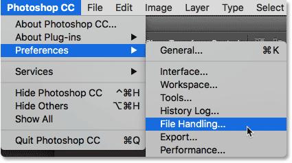 Выбор параметров «Обработка файлов» в Photoshop.  Image © 2016 Стив Паттерсон, Photoshop Essentials.com