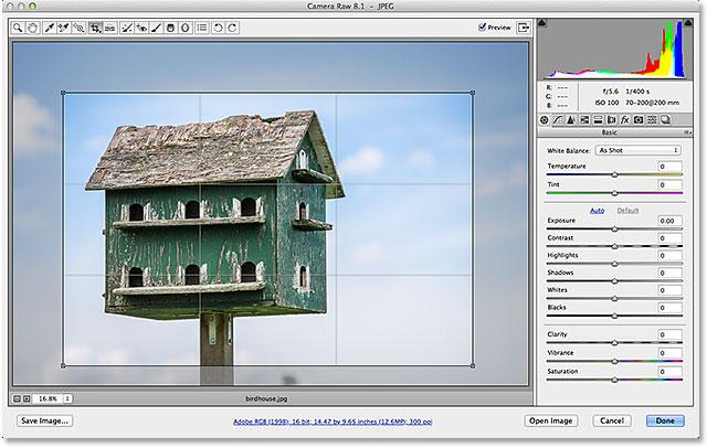 Поле обрезки и область обрезанного изображения снова появляются в Camera Raw.  Image © 2013 Стив Паттерсон, Photoshop Essentials.com