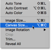 Выбор команды Photoshop Canvas Size.