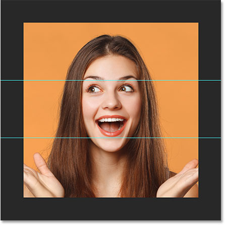 Вторая горизонтальная направляющая добавлена в документ Photoshop.
