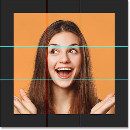 Четыре направляющих, разделяющих изображение на квадраты в Photoshop.