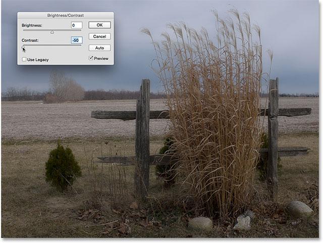 Изображение с контрастностью установлено на минимум, а использование Legacy выключено.