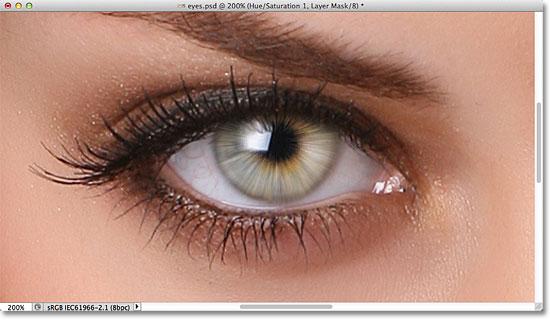 Радужная оболочка глаза стала ярче благодаря режиму наложения экрана.