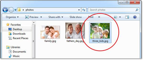 Открытие фото в Windows.  Изображение © 2013 Photoshop Essentials.com