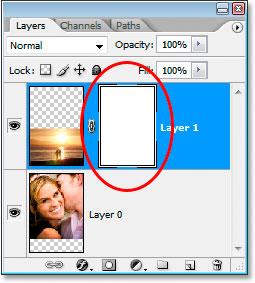 Палитра «Слои» в Photoshop теперь показывает миниатюру добавленной маски слоя.