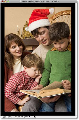 Черный штрих теперь появляется вокруг внутренних краев фотографии.  Image © 2008 Photoshop Essentials.com.