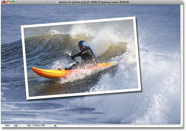 Фон теперь раскрашен выбранным цветом.  Image © 2008 Photoshop Essentials.com.