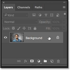 Выбор фонового слоя на панели «Слои» в Photoshop