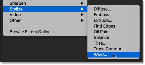 Выбор фильтра «Ветер» в меню «Фильтр» в Photoshop