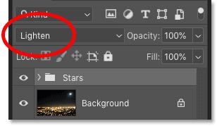 Изменение режима наложения группы слоев «Звезды» на «Светлее» в Photoshop