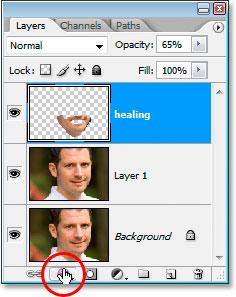 Щелчок по значку «Стили слоев» в нижней части палитры «Слои» в Photoshop.