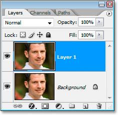 Палитра «Слои» в Photoshop теперь также отображает копию фонового слоя.