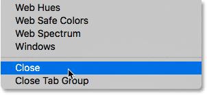 Выбор команды «Закрыть» в меню панели «Цвет».