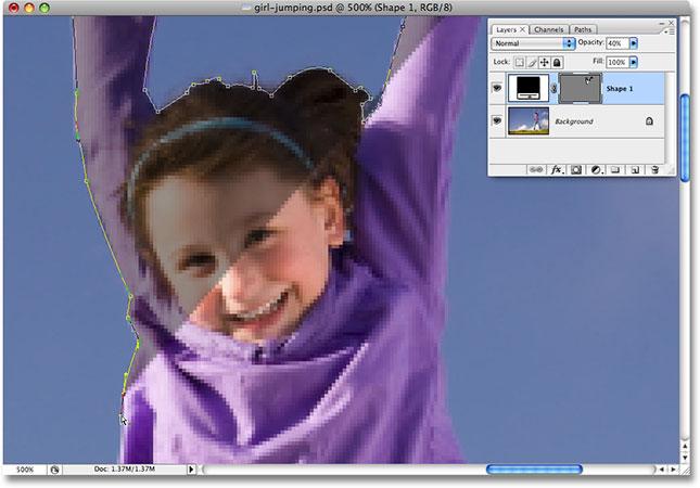 Рисование контура фигуры вокруг девушки с помощью Pen Tool.  Изображение лицензировано от iStockphoto.com Photoshop Essentials.com.