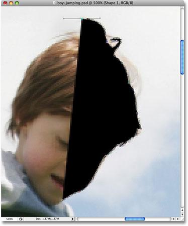 Нарисуйте контур вокруг мальчика с помощью Pen Tool.  Image © 2008 Photoshop Essentials.com.